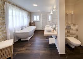Beispiel Für Fliesen In Dunkler Holzoptik Im Bad Unser Haus