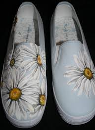 Cool Designs To Paint On Shoes Hand Painted Daisy Shoes Would Love To Make A Pair For