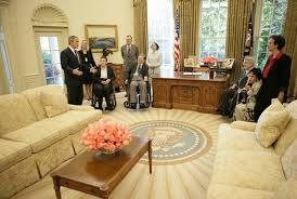 where is the oval office. The Oval Office Of George W. Bush\u0027s Father, President H.W. Bush, Likewise Was Decorated With A Light Bluish-gray Color Scheme Rather Than Red, Where Is