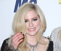 avril lavigne made her first appearance in years ogiggles