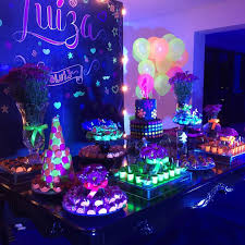 lighting for parties ideas. Neon Birthday, 13th Birthday Parties, 16th Glow Party Decorations, Disco Party, Foto Linda, Sweet Sixteen, 12th Ideas, Lighting For Parties Ideas A