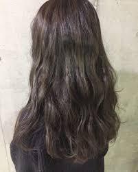 透明感バツグンの暗髪ハイライトで明るい髪色にしなくてもイメチェン
