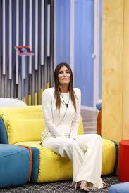 363,775 likes · 4,032 talking about this. Gf Vip 2020 Puntata 18 Elisabetta Gregoraci Candida In Bianco Con Orecchini E Scarpe Di Lusso