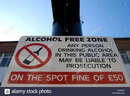 Stock Foto Zone Un Alamy amp; British - Stradale Free Che Indica 17183302 Alcol Immagine Cartello
