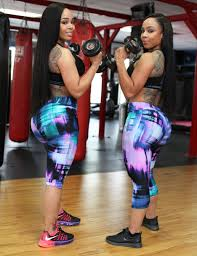 2 000 squats per day gave curvy twins four foot butts New York Post