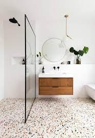 Texturas, relevos e cores compõem uma coleção de possibilidades onde a madeira é sempre bem vinda. Decor Do Dia Banheiro Moderno Com Piso De Granilite Casa Vogue Decor Do Dia