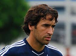En visite dans l'Ouest, particulièrement frappée par la sécheresse, la star du football espagnol, Raúl González, a joint sa voix aux appels urgents de ... - 250px-Raul_2011-08-03