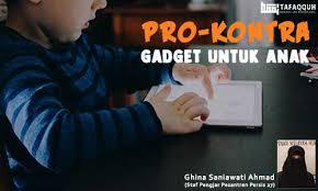 Contoh paragraf persuasif tentang lingkungan. Pro Kontra Gadget Untuk Anak Majalah Islam Digital Tafaqquh