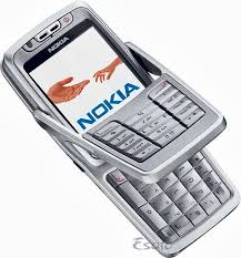 nokia keyboard phone. nokia e70 doesn\u0027t look like a pda phone at all: it\u0027s an unassuming candy bar-style handset, with smallish 2.1-inch screen and tiny numeric keypad. keyboard