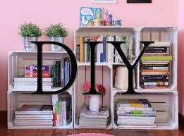 Diy: tutorial come creare una libreria fai da te con le cassette