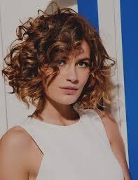 Tendance De Coupe Cheveux Mi Long Frise Femme