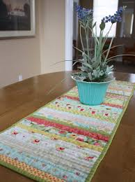 Easy DIY quilt table runner & Quilt as you go Table Runner Adamdwight.com