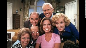 mary tyler moore show logo. Plain Moore Moore In The Pink Shirt Poses With Cast Members Of U0026quotThe Mary In Tyler Moore Show Logo