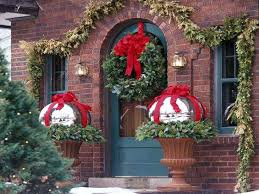 cheap christmas decor: inexpensive holiday decorations cheap outdoor christmas decorating ideas