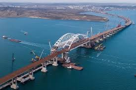 Крымский мост Керчьландия  значительно раньше срока уже в середине лета этого года заявил сегодня министр транспорта Крыма Игорь Захаров continue reading Крымский мост смогут