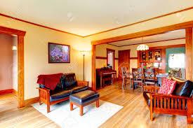 Ivory Gemütliches Wohnzimmer Mit Ledercouch Sessel Teppich öffnen Wandgestaltung Mit Esszimmer