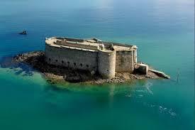 """Résultat de recherche d'images pour """"Château sur une île"""""""