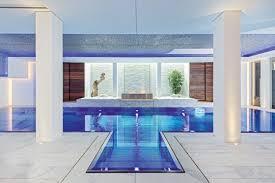 Konfigurieren sie ihre metalltreppe aus witterungsbeständigen und hochresistenten materialien. Uber Treppen Und Leitern In Den Pool Schwimmbad De