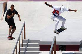Skateboarding legend Tony Hawk shreds ...