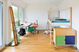 Kinder Jugendzimmer Mit Einer Tollen Aussicht Durch Bodentiefe