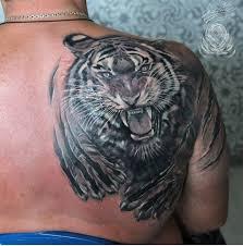 фото тату тигра на лопатке