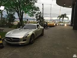 Flagra Mercedes SLS AMG Porsche Cayman Porsche Panamera 4S.
