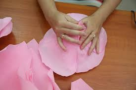 Making Flower Using Crepe Paper How To Diy Giant Crepe Paper Flower