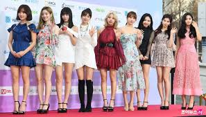 Twice Gaon Chart 2018 Twices Momo Appears At The Gaon Chart Music Awards With An