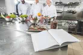 Photo Libre De Droit De Chefs Multiethniques à La Cuisine Du
