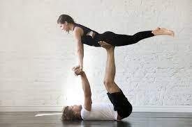 4 simple acrobatic yoga poses for