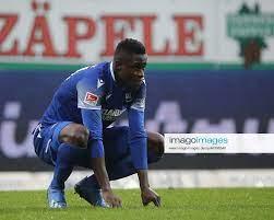 Babacar Gueye (KSC, 24) nach der Niederlage beim Spiel Karlsruher SC vs  Holstein Kiel in der 2 Fus