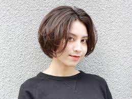 ノンパーマ暗髪がクール 大人に似合うストレートショートヘア For 秋