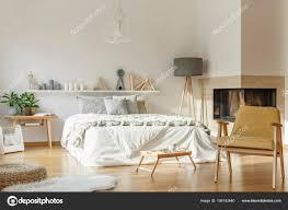 Gemütliches Schlafzimmer Mit Teppich Stockfoto Photographeeeu