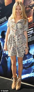 Joe 3' writers paul wernick and rhett reese have expressed a desire to bring back sienna miller as the baroness in the next film. Sienna Miller I Nearly Burnt My Breasts During The Making Of Action Movie Gi Joe Daily Mail Online