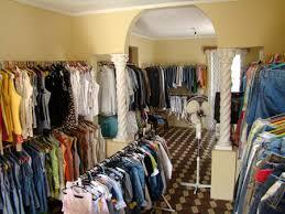 Resultado de imagem para Como montar um bazar de roupas usadas