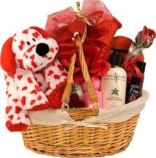تعذريني وهذي هدايا ليكي من عندي ولو كنت قريبهه منك
