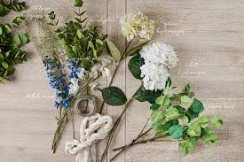 using a combination of silk and fresh flowers creates a piece that can easily be changed