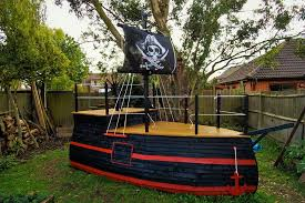 picture of how to make your own pirate ship playhouse
