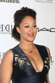 tamera mowry 2016 make up artist and hair stylist guild awards