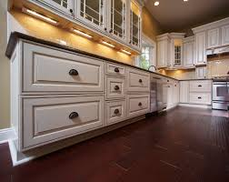 white glazed kitchen cabinets design