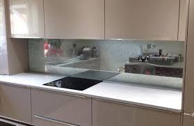 le glass kitchen splashback