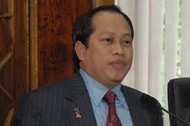 ... Deputy General Manager, Haji Abidin Abdul Rahman while Deputy Minister in the Prime Minister's Office, Datuk Ahmad bin Maslan was present as a witness. - Felda-1