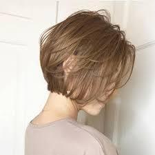 首が短い人に似合う髪型はショートボブミディアムロング I See