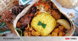 Selain itu, nasi kuning juga cocok untuk dijadikan menu makan siang di rumah. 10 Bahan Pelengkap Nasi Kuning Yang Membuatnya Semakin Terasa Istimewa