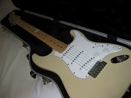 fender highway one strat review i have tried the newer highway one strats and don t like them at all thin neck electronics are way too hot and the string spacing is too narrow