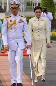Thai Democratic Movement in Scandinavia -  ขบวนการประชาธิปไตยไทยในสแกนดิเนเวีย: คู่สมรสที่มีความสุข :- กษัตริย์วชิราลงกรณ์กับราชินีใหม่ของเขา  สุทิดา