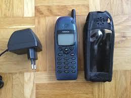 Nokia 6110 mit Ladegerät
