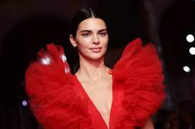 Are they the reason kendall and ben are heating up — while she and it's no secret that the hadid sisters are close friends with fellow model kendall jenner, 22, but it sounds like things have been getting a little too. Kendall Jenner S Halloween Party Included Gigi Hadid Hailey Bieber And More Celebs Glamour
