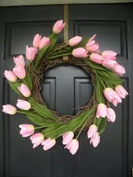 Easy DIY Springtime Tulip Wreath
