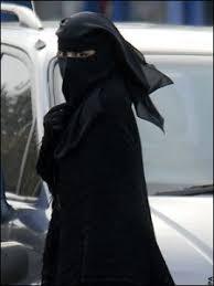 Bildresultat för muslims kvinna  svart fotsida dräkt